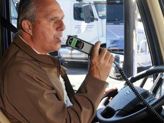 Во Франции с 1 июля водители обязаны иметь в автомобиле алкотестер.
