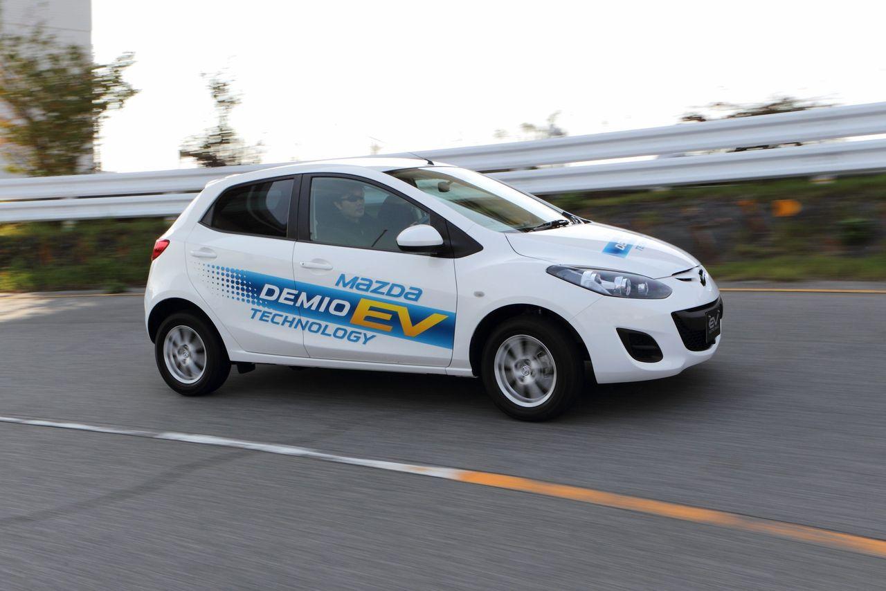 Она и называется там по другому - Mazda Demio, и может проехать на одной подзарядке целых.