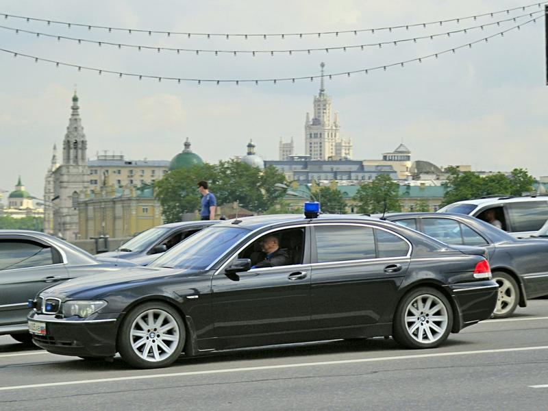 Мигалка мигалки чиновники BMW Москва проблесковый маячок