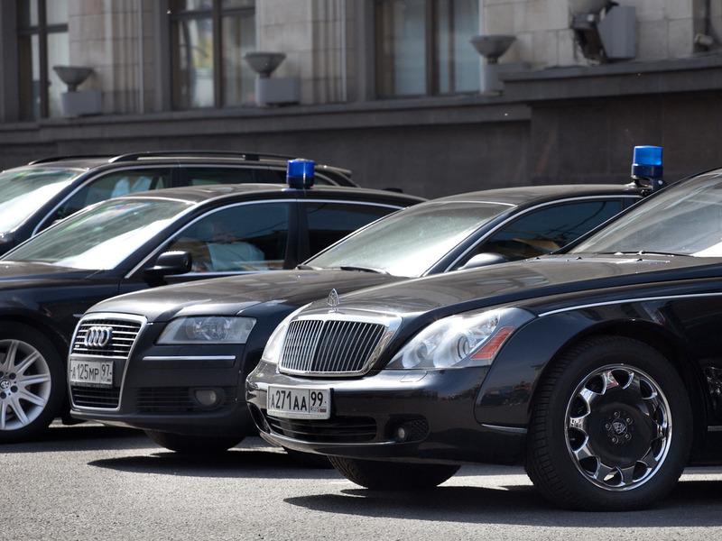 Чиновникам и полиции предложили пересесть на отечественные машины