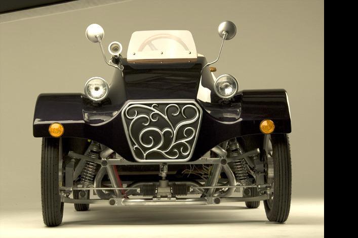 В Японии современный электрокар стилизовали под ретро-повозку