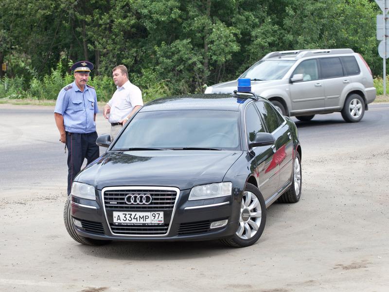 Депутаты предложили сократить количество служебных машин