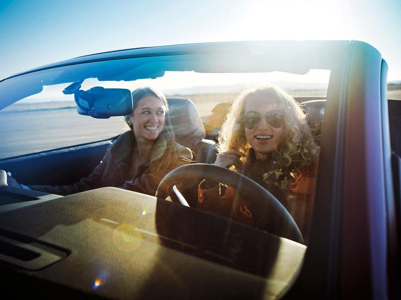 Самые грубые водители – женщины на маленьких машинках