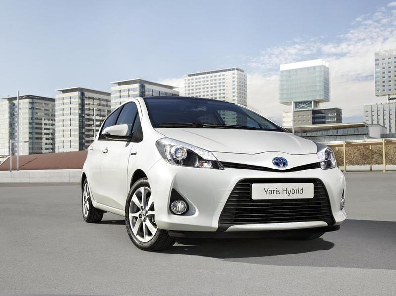 Toyota обнародовала первые фото серийного Yaris Hybrid