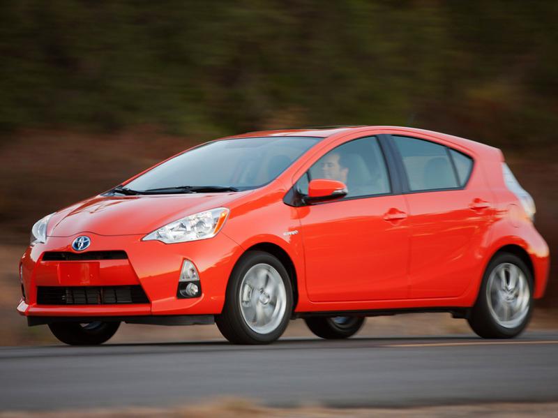 Toyota Prius C обгоняет по продажам Chevrolet Volt и Nissan Leaf