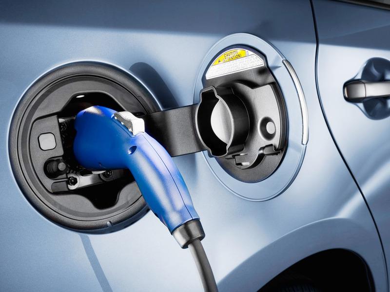 Электрокар обходится на $1200 в год дешевле, чем обычная машина