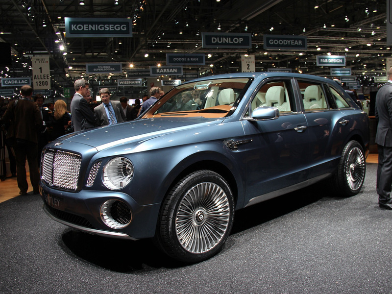 Место кроссовера Bentley EXP 9 F мог занять спорткар