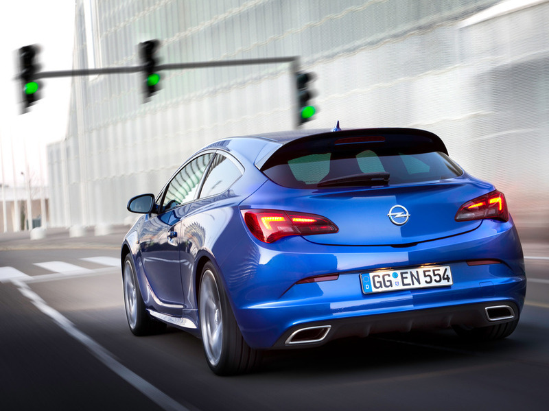 Opel Astra OPC 2012