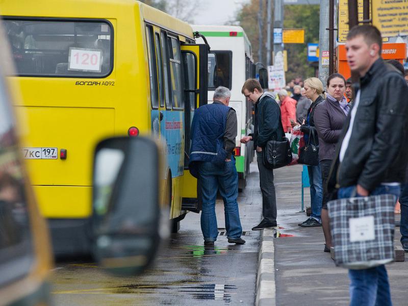 Москвичи все чаще пользуются общественным транспортом