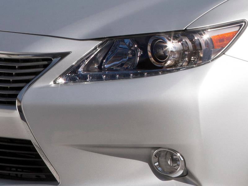 Lexus привезет на автосалон в Нью-Йорке новое поколение ES