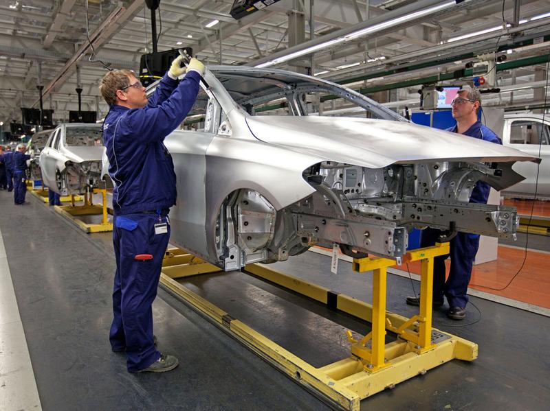 Mercedes сократит время сборки одного автомобиля до 30 часов