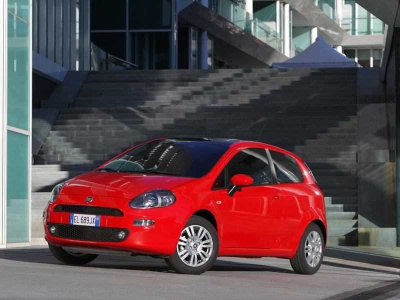 Fiat возобновляет продажи 500 в России