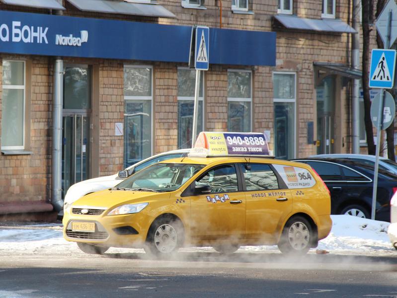 Госдума приняла поправки в закон о такси