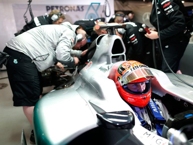 FIA оштрафовала Mercedes из-за схода Шумахера