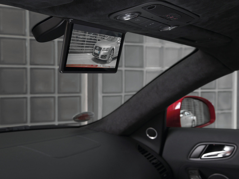 Digital rear-view mirror in the Audi R8 e-tron камера заднего вида