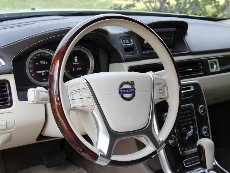 Панель приборов водителя у всех Volvo дублирует информацию систем безопасности.  Там же их можно отключить или...