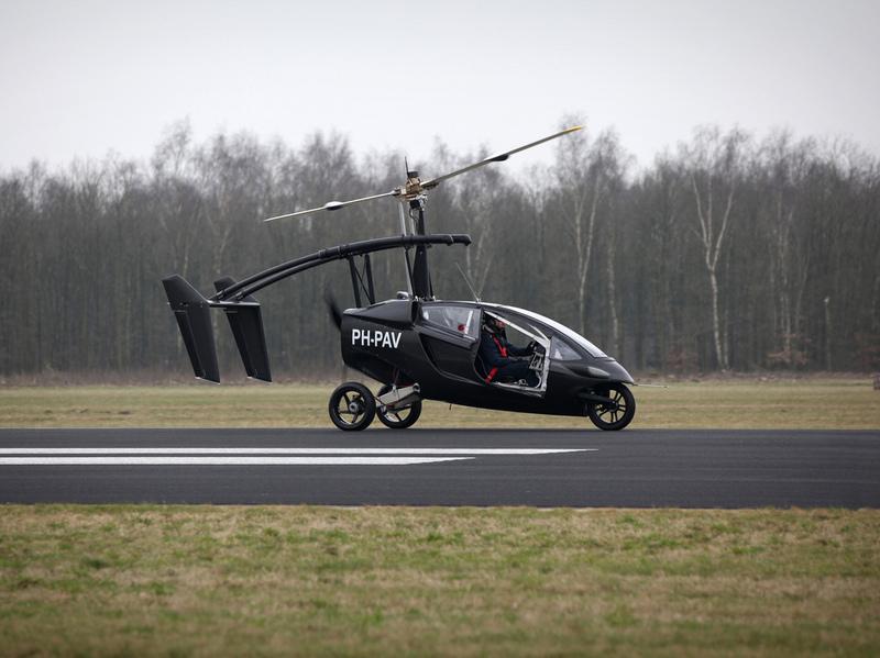 В Голландии начались продажи летающего автомобиля