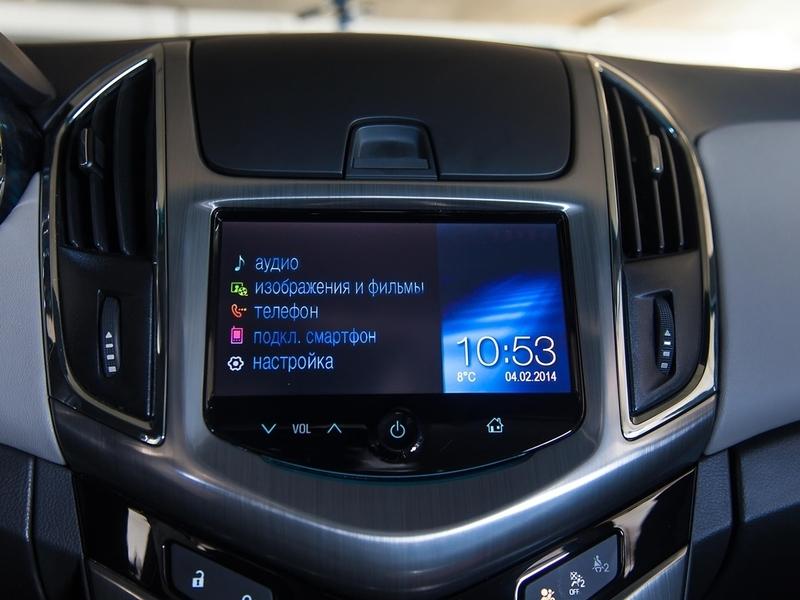 Chevrolet Cruze салон мультмедиа экрна дисплей часы