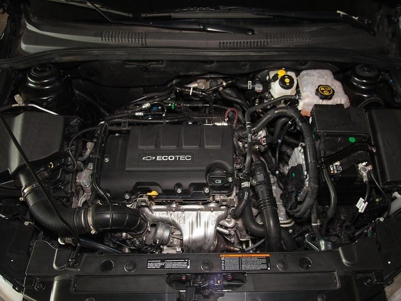 Chevrolet Cruze моторный отсек мотор 1.4 турбо подкапотное пространство