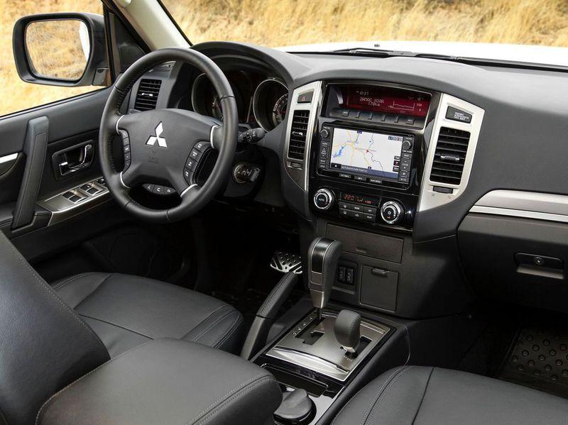 2015 Mitsubishi Pajero IV