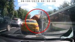 Московский ассенизатор обстрелял соседей по потоку фекалиями