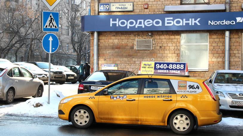 Водители-гастарбайтеры еще год смогут ездить без российских прав