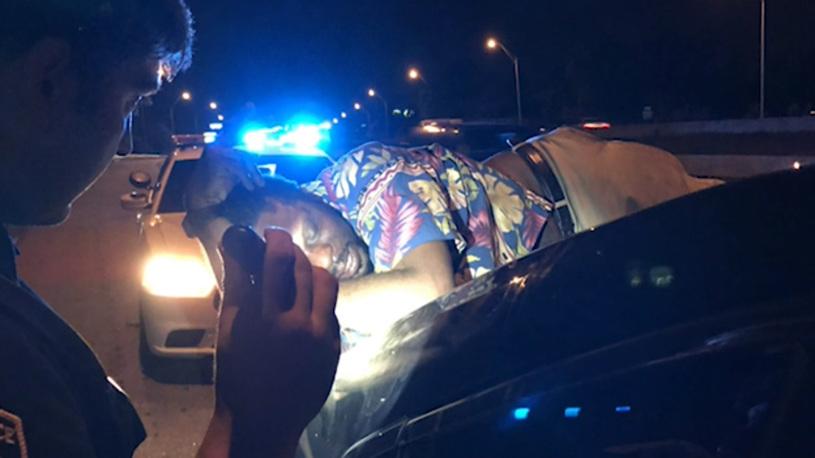 Спящий пьяница в США проехал на багажнике автомобиля 22 км