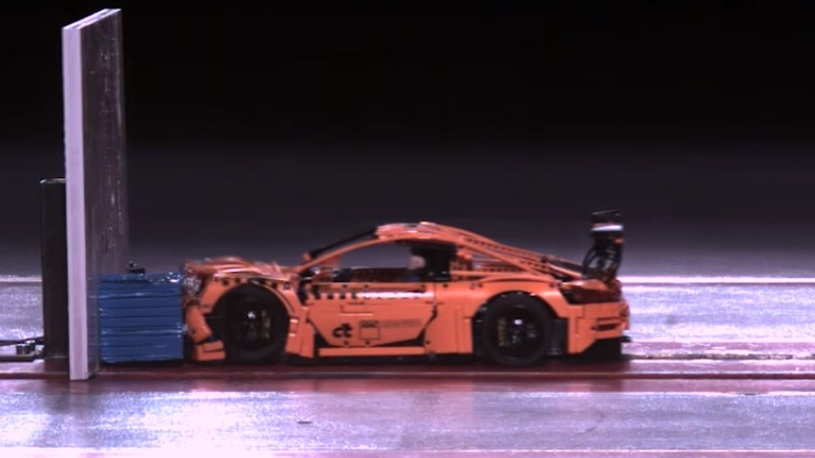 В Германии провели краш-тест Porsche из конструктора Lego