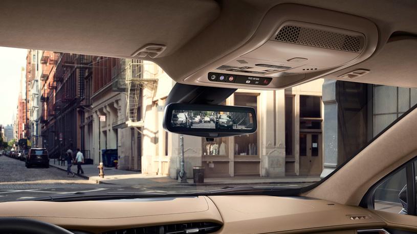 Посчитали-прослезились: продвинутое видеозеркало заднего вида Cadillac XT5