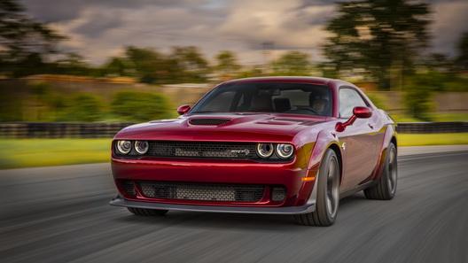Dodge Challenger SRT Hellcat раздался в ширину и стал быстрее