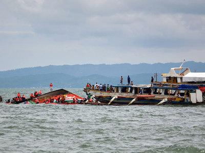 Крушение парома в Индонезии: 65 человек погибли, 15 пропали без вести