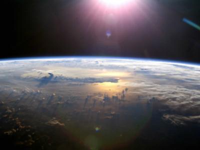 Климатологи предложили распылять алмазную пыль для охлаждения планеты