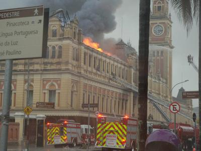 Погиб пожарный при тушении огня в здании музея в Сан-Паулу