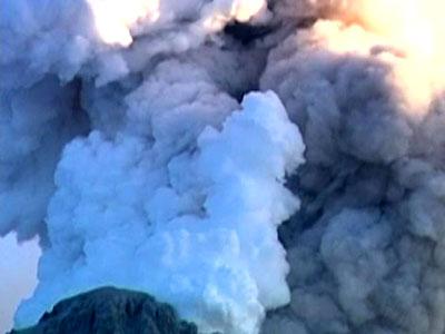 На Камчатке вулкан выбросил за день два десятикилометровых столба пепла