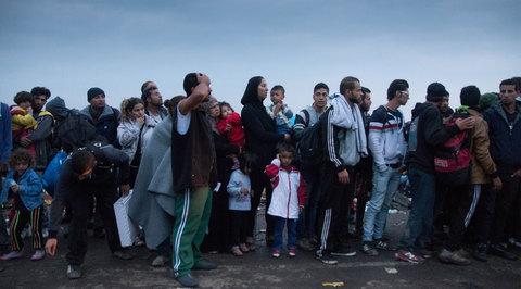 МИД Венгрии: в Европу движутся 35 миллионов беженцев