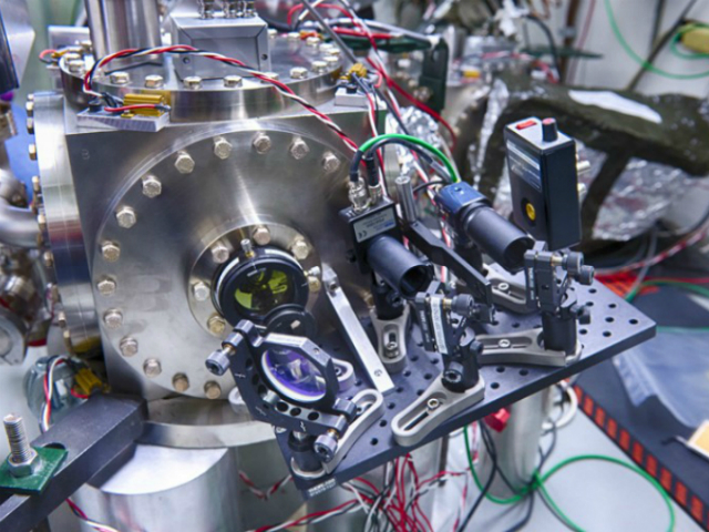 Holometer поможет выявить гипотетические колебания и подтвердить или опровергнуть теорию о Вселенной-голограмме (фото Fermilab).