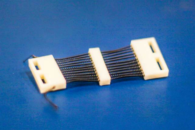 Массив катушек-пружин на каркасе, напечатанном на 3D-принтере (фото Jose-Luis Olivares/MIT).