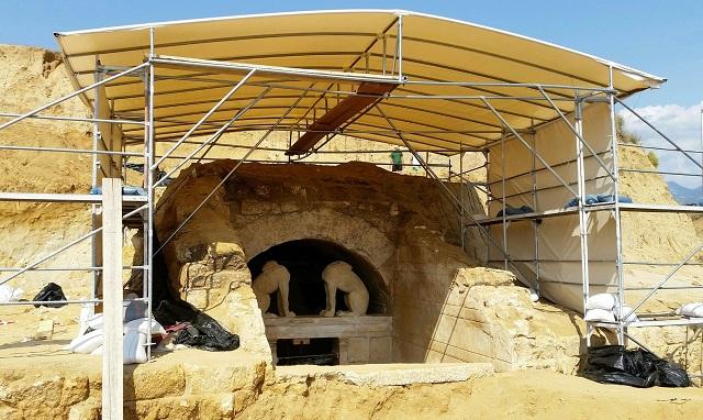 Находка — памятник смертному, которого не просто уважали, но и которому поклонялись ещё при жизни (фото Greek Culture Ministry).