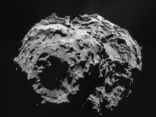 На комете Чурюмова-Герасименко вода оказалась слишком тяжёлой по сравнению с земной (фото ESA/Rosetta/NAVCAM).