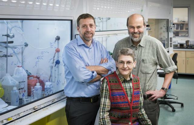 Биологи из университета Саймона Фрейзера, авторы нового исследования (фото Simon Fraser University).