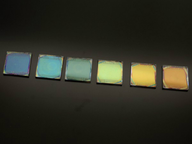 "Исследователи из Испании нашли способ ""оживить"" солнечные батареи (фото Miguel Anaya/Instituto de Ciencia de Materiales de Sevilla)."