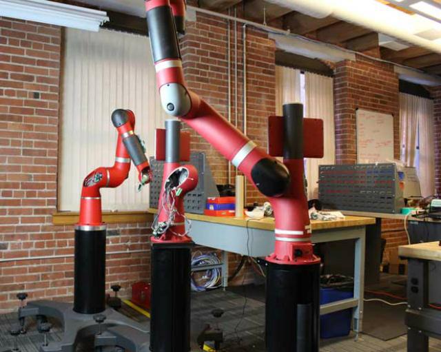 Сборка Сойера в штаб-квартире Rethink Robotics в Бостоне (фото Cassandra Zampini).