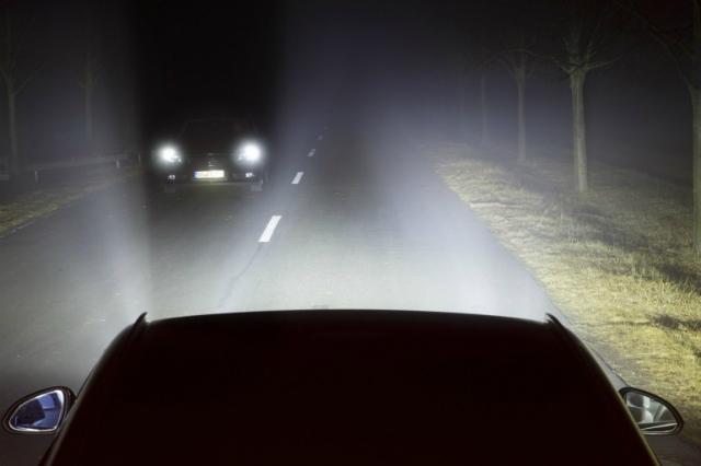 Инновационная технология сделает дальний свет не ослепляющим для встречных водителей (иллюстрация GM).