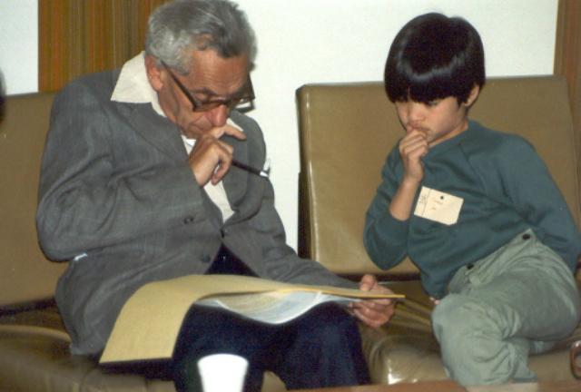 Пал Эрдёш и 10-летний Теренс Тао в Университете Аделаиды, 1985 год (фото Terence Tao/Wikimedia Commons).