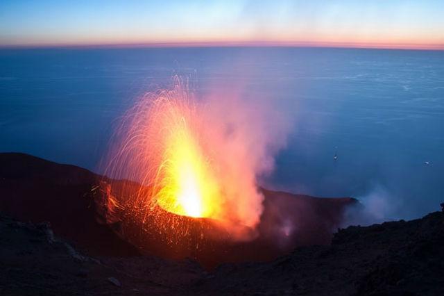 Крупные и мелкие вулканы извергаются по-разному