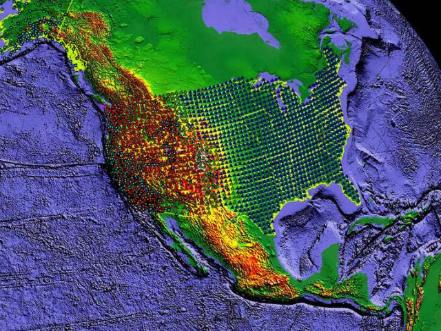 Карта показывает расположение сейсмометров по всей Северной Америке (фото EarthScope).