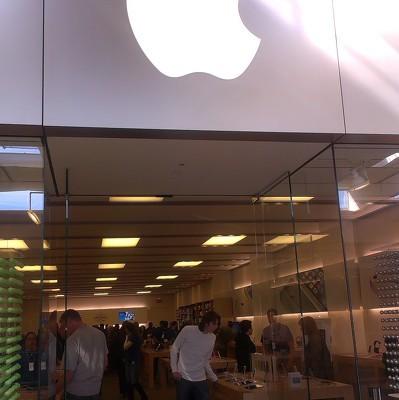 В России стартовали продажи iPhone нового поколения