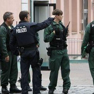 Полиция завершила многочасовой обыск в доме немецкого пилота Андреаса Любица