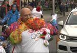 Звезды культуры и спорта пронесли олимпийский огонь