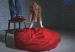 Почему кошки всегда приземляются на четыре лапы